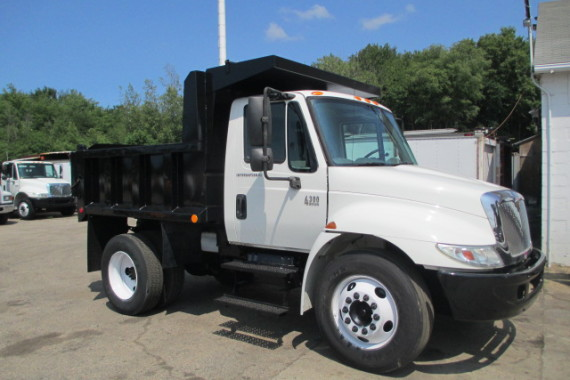 2006 International 4300 8ft Dump (2)