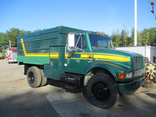 1998 International 4700 chip truck (2)